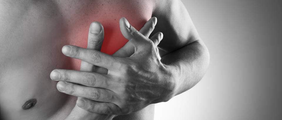 Srce, prsa, muškarac, ruke, aritmija, bol, Shutterstock 296067797