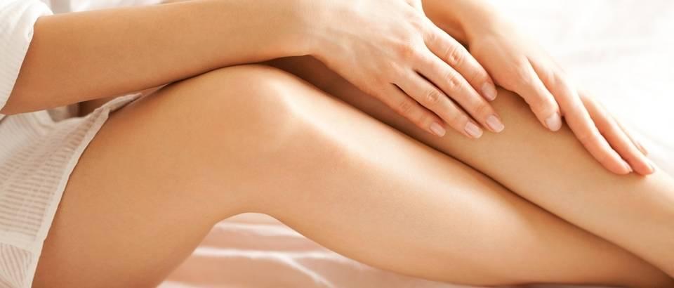 Noge žena djevojka shutterstock 217888879