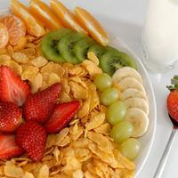dorucak, zitarice, cornflakes, pahuljice, kivi, jagode, mandarine, voce
