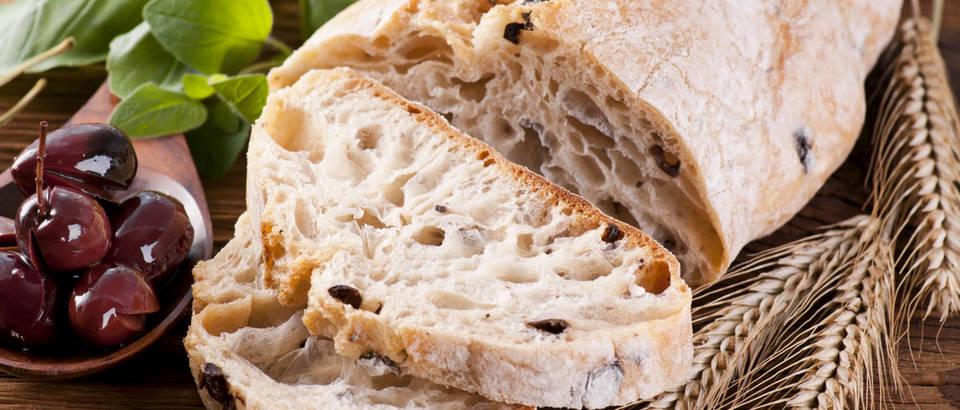 kruh s maslinama, sol