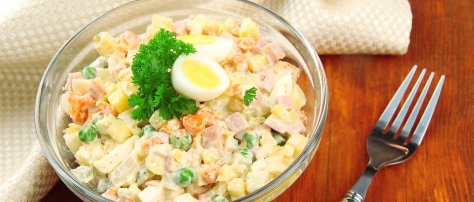 Francuska salata ruska salata salata olivier shutterstock 158410007