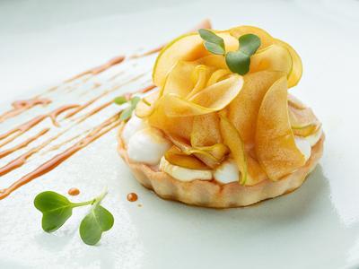 Prhki kolač s karameliziranim jabukama i kremom od svježeg sira! Famozni recept chefice Ane Grgić