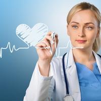 Srce aritmija liječnica doktorica medicina liječenje bolnica žena puls shutterstock 326497460