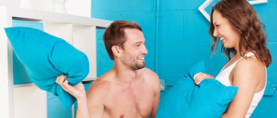 spavaca soba, krevet, borba jastucima, par, seks, shutterstock