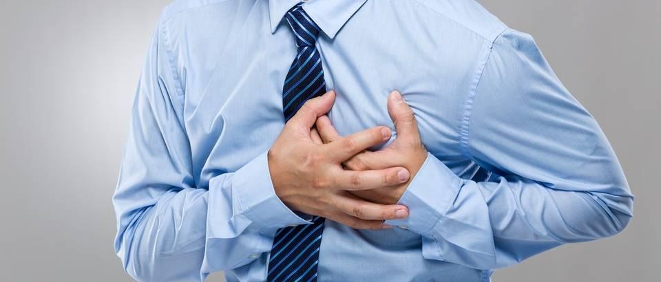 srce, prsa, bolovi u prsima, srcani udar, shutterstock
