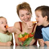 mama-dijete-jede-povrce-vegetarijanstvo