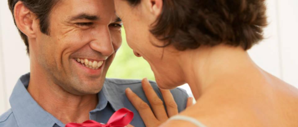 par-iznenadenje-sreca-ljubav-poklon
