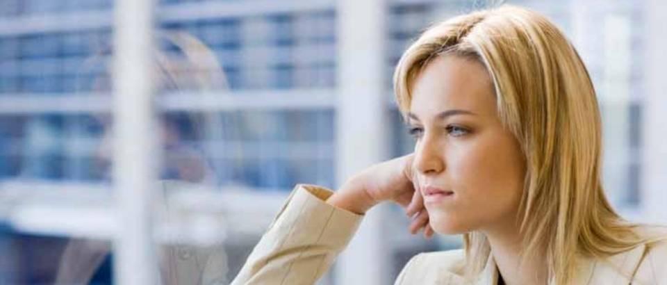 zena, razmisljanje, prozor, sjeta, tuga, dilema