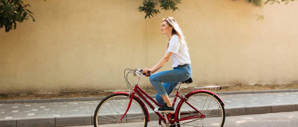 zena na biciklu, Shutterstock 713903989