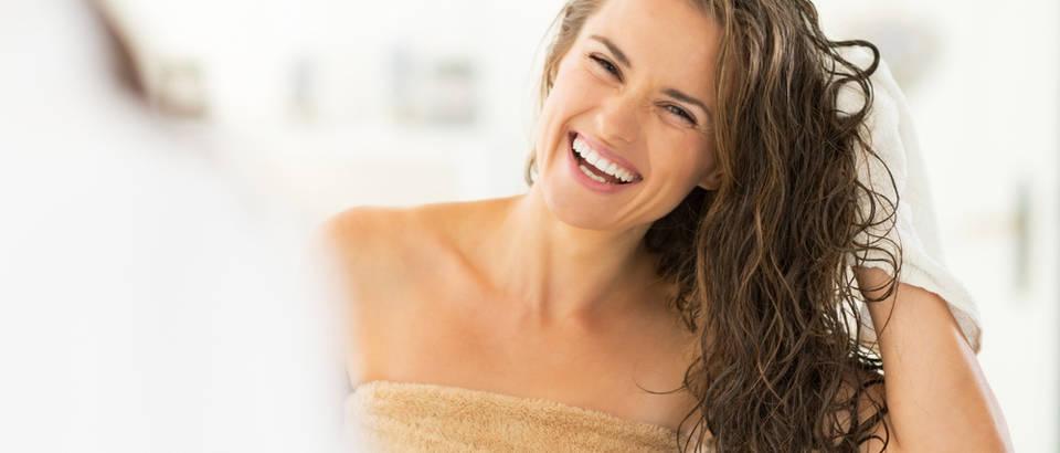 Mokra kosa, pranje kose, žena, tuširanje, Shutterstock 197428433