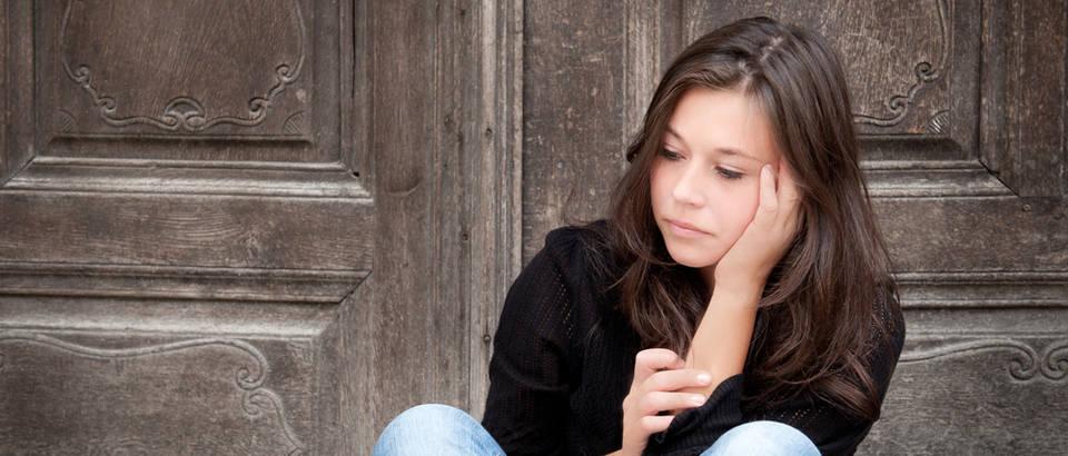 mladi,djevojka,tuga,zamisljenost,Shutterstock 81544075