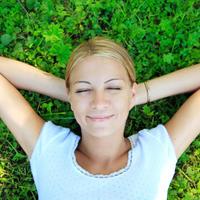 Sreca, trava, lezanje, san, odmor, priroda, zelenilo