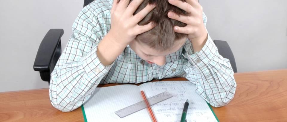 zadaca, glavobolja, dijete, ucenje, zadaca, koncentracija, skola, domaci rad