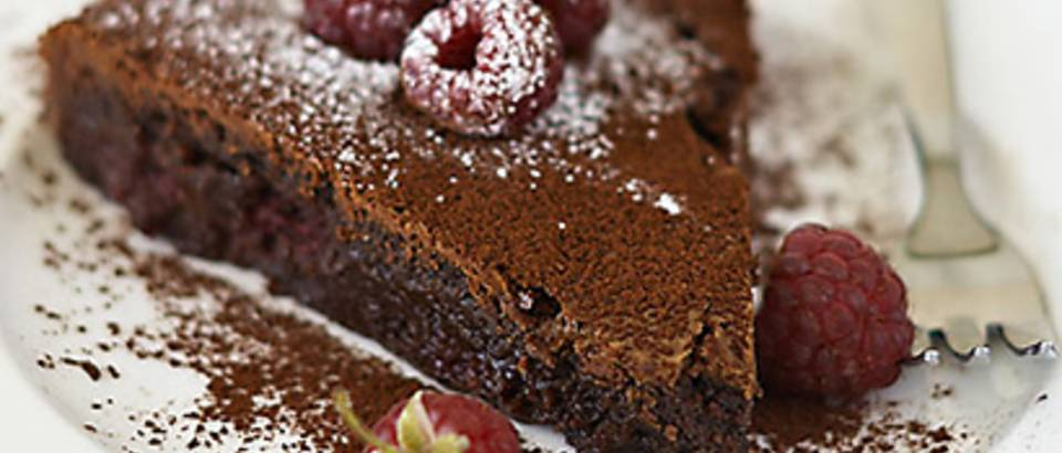 Cokoladna torta s malinama