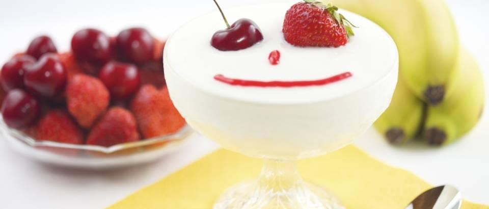 jogurt-dorucak-voce
