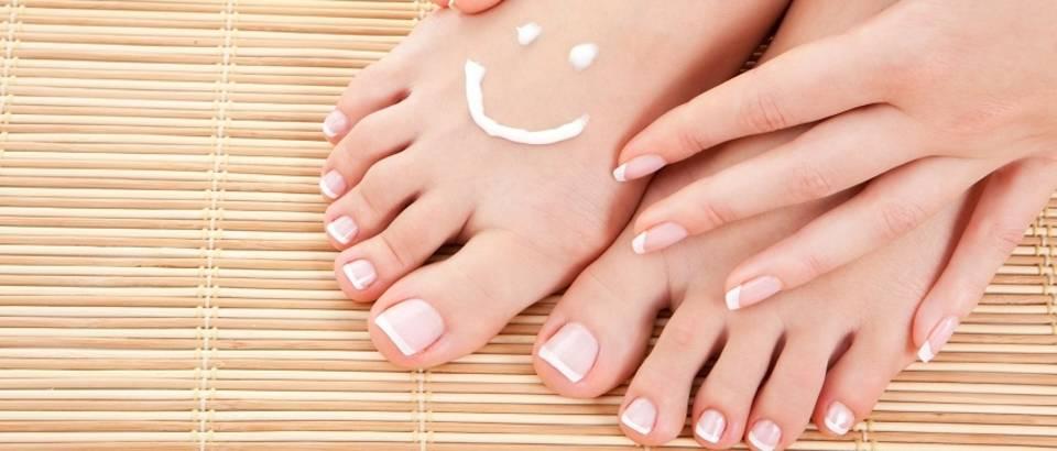 Noge njegovana stopala žena smješko krema