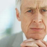 stariji muskarac, briga, tuga, zabrinutost