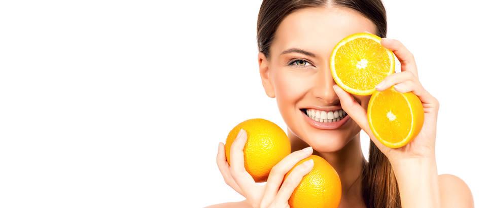 Vitamin C naranča žena djevojka shutterstock 307960376