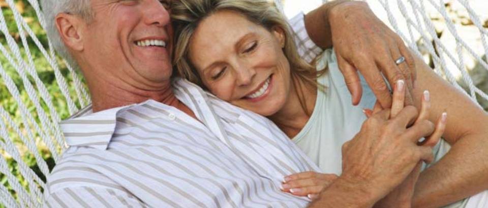 par-ljubav-brak-zagrljaj-sreca1