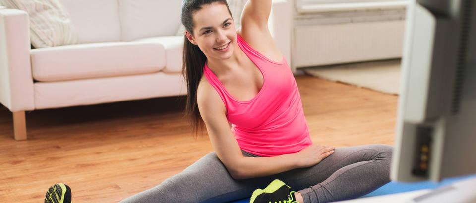 Online trening vježbanje fitness shutterstock 236185948