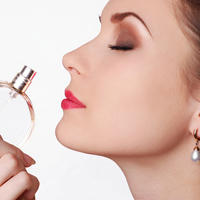 Parfem miris nos njuh žena shutterstock 37084003