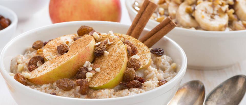 Zobena kaša doručak voće cimet žitarice shutterstock 237718522