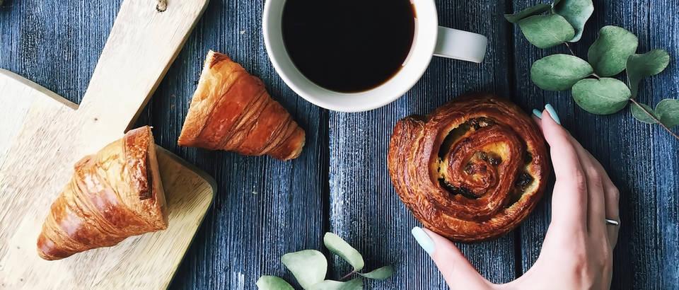 kava na prazan zeludac, dorucak s kavom