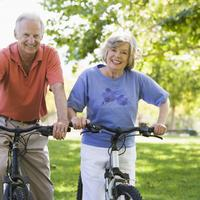 Par, stariji, bicikli