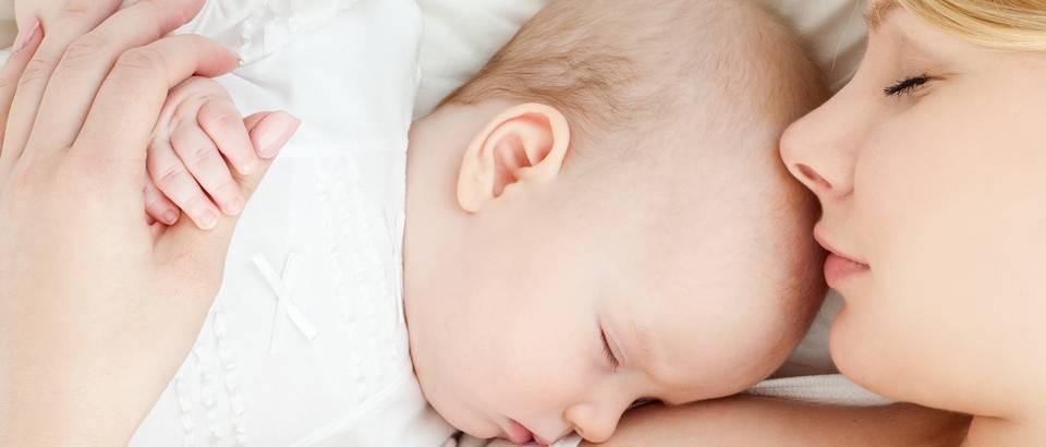 dojenje, beba, majka, mama, shutterstock
