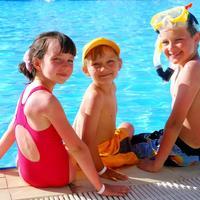 djeca na bazenu