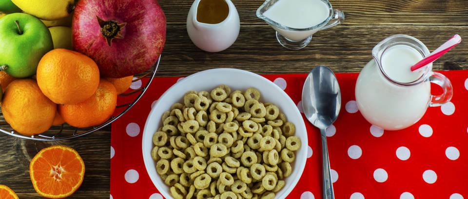 Zdrava hrana pravilna prehrana energija doručak shutterstock 354173636