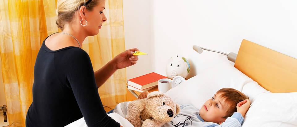 Dijete bolest temperatura majka shutterstock 102473957