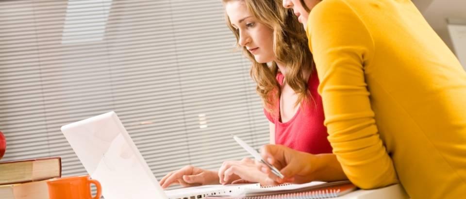 Prijateljice, laptop, domaca zadaca, internet