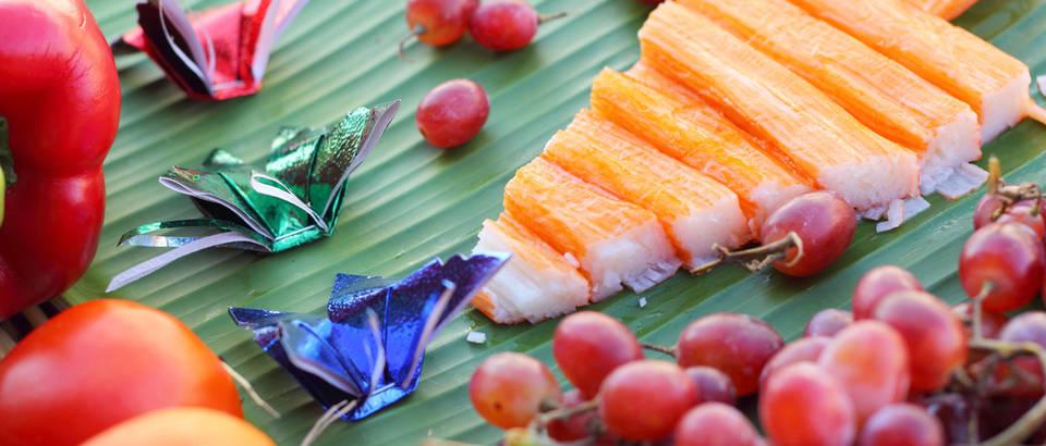 Zdrava hrana božić bor naranča bobice shutterstock 230188519