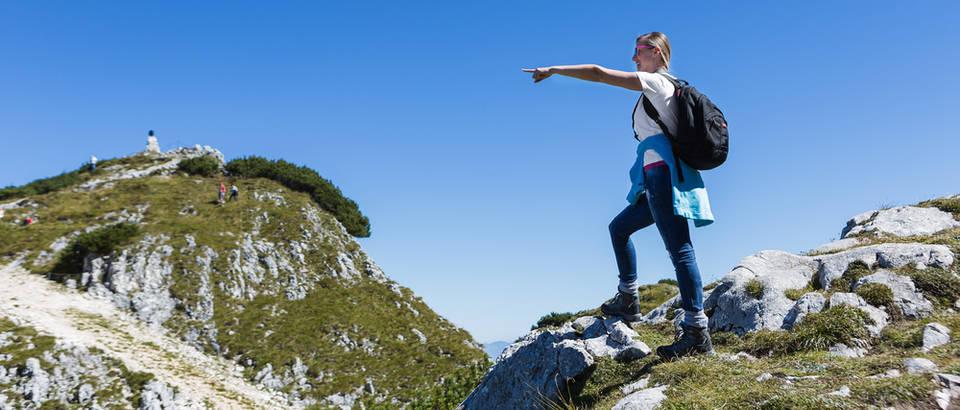 Planinarenje izlet planine zrak sunce priroda shutterstock 135298112