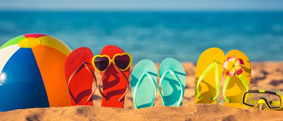 Godišnji odmor plaža japanke shutterstock 277455644