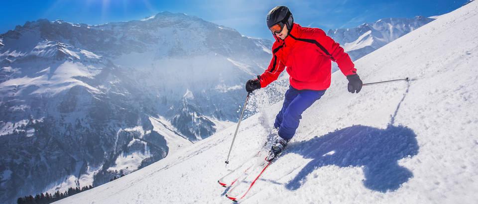 covjek na skijama, skijanje, alpe, Shutterstock 395987788