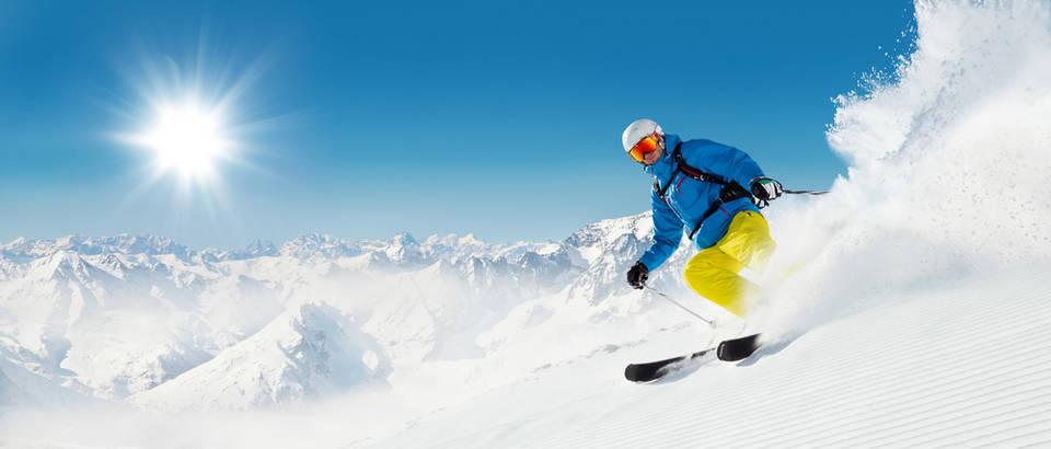 Snijeg skijanje planina sunce zimovanje zima muškarac sport svjetlost shutterstock 315855074