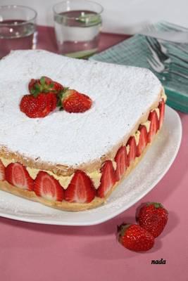 Torta od jagoda s kremom od vanilije