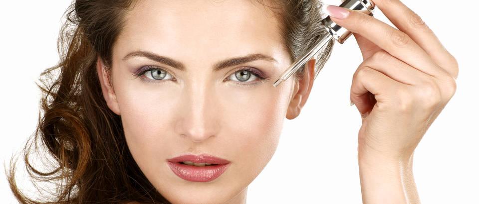 Koža njega kozmetika ljepota žena serum lice kapaljka shutterstock 173362460