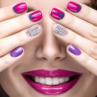 Nokti, ruke, nail art, Shutterstock 268987334