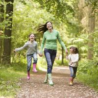 hodanje, obitelj, proljece, sreca, djeca, mama, shutterstock