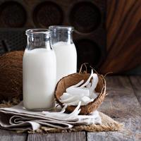 Kokosovo mlijeko kokos shutterstock 364829096