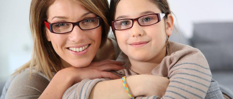 Majka dijete naočale shutterstock 176500853