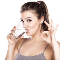 Voda žena koža ljepota vježbanje tjelovježba vrućina dehidracija hidratacija shutterstock 176286530