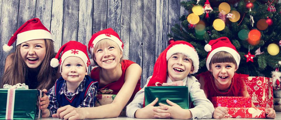 dijeca, igracke, bor, Shutterstock 325924961
