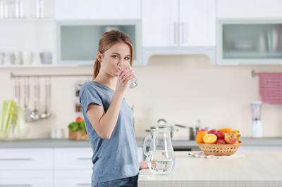 Jeste li znali da možete popiti previše vode? Ovi simptomi će to otkriti