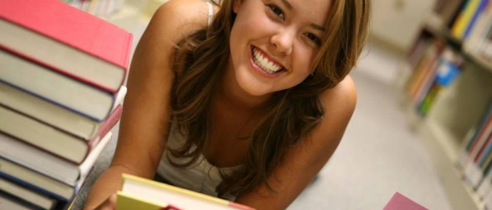 studentica knjige citanje