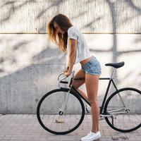 zena, bicikl, Shutterstock 496508785