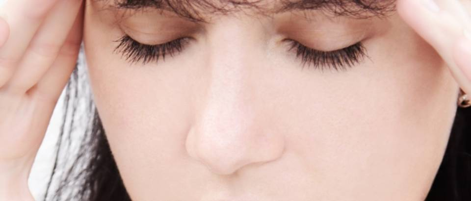 Zena, glavobolja, depresija
